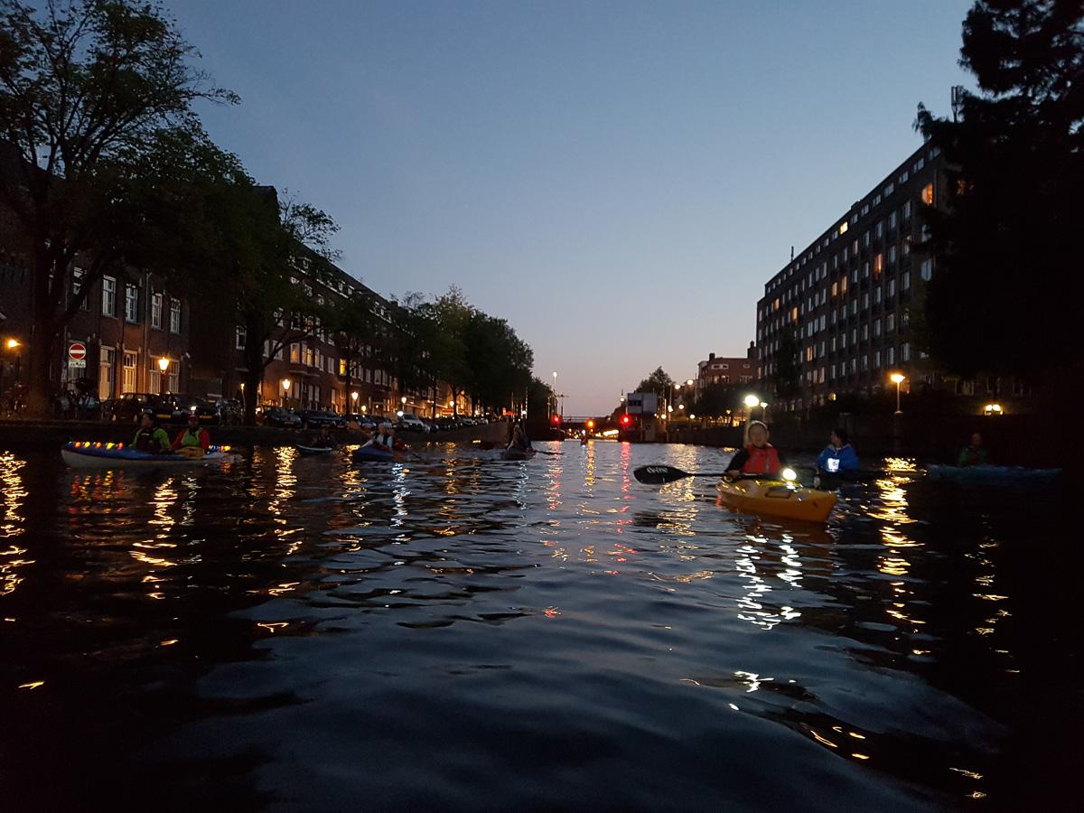 Durch das nächtliche Amsterdam